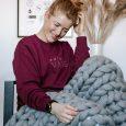 unisex džemperis ar izšūtu dizainu